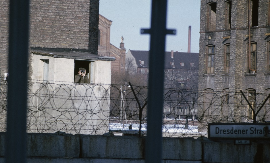 Amateur film of life behind the Berlin Wall